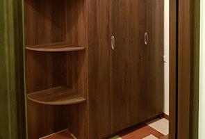 Встроенный шкаф из ДСП Egger с Hettich WingLine L»
