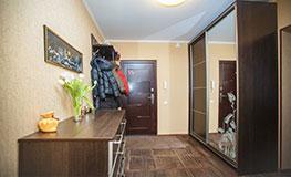 Линейные (прямые) шкафы-купе в коридор