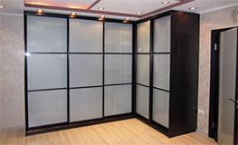 Угловые шкафы-купе в коридор