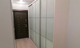 Корпусные шкафы-купе из лакомата